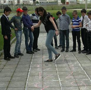 Sputnik научил детей игре в классики