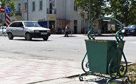 Мусорные урны на улицах Цхинвала