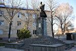 Памятник Коста Хетагурову в центре Цхинвала