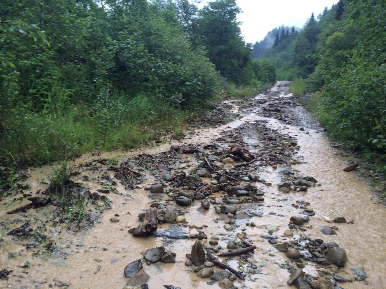 Размытые дороги в Дзауском районе Южной Осетии