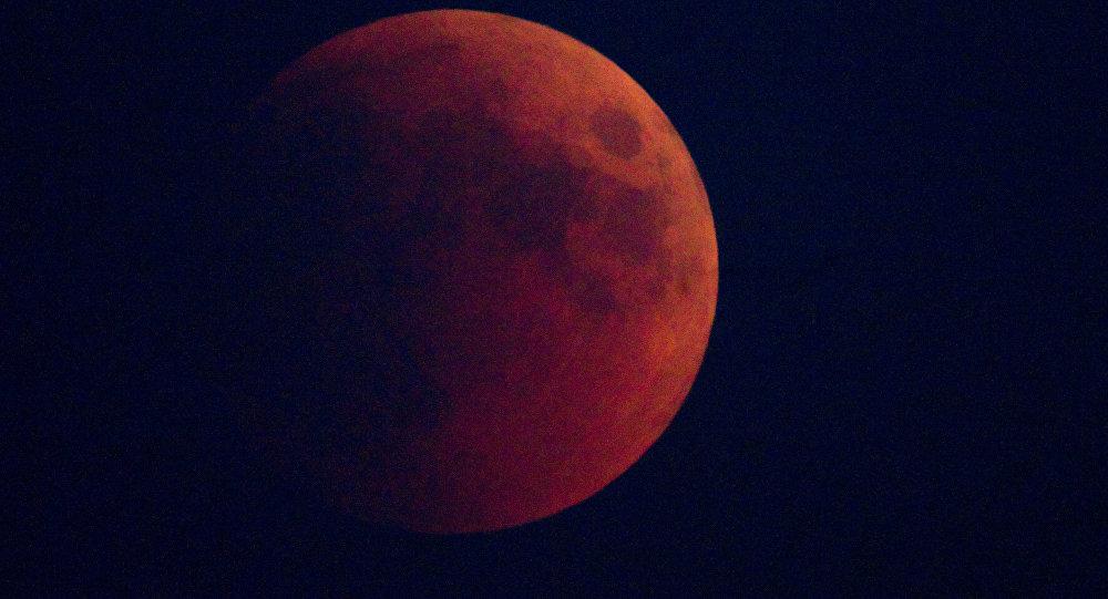 Лунное затмение наблюдали в Москве
