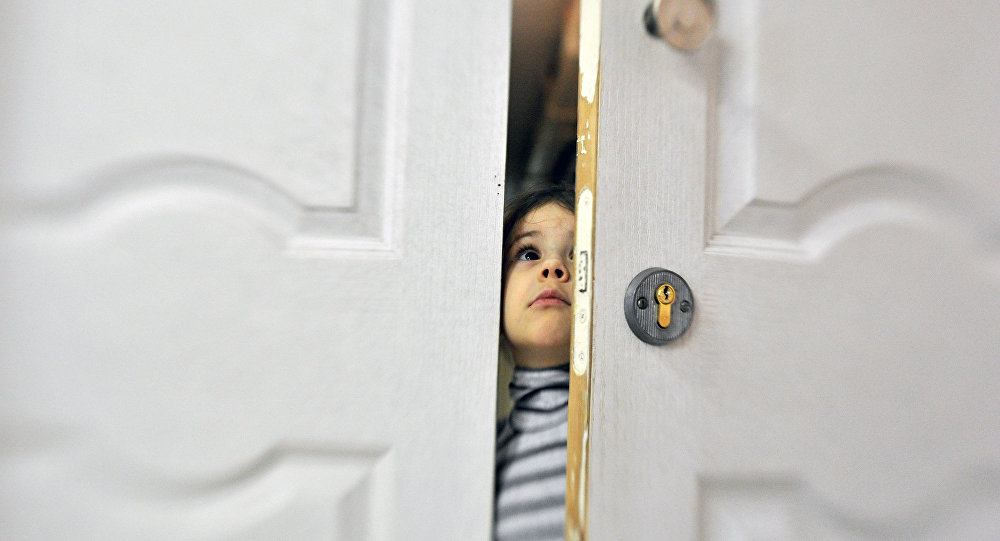 Подглядывала в приоткрытую дверь фото 476-617