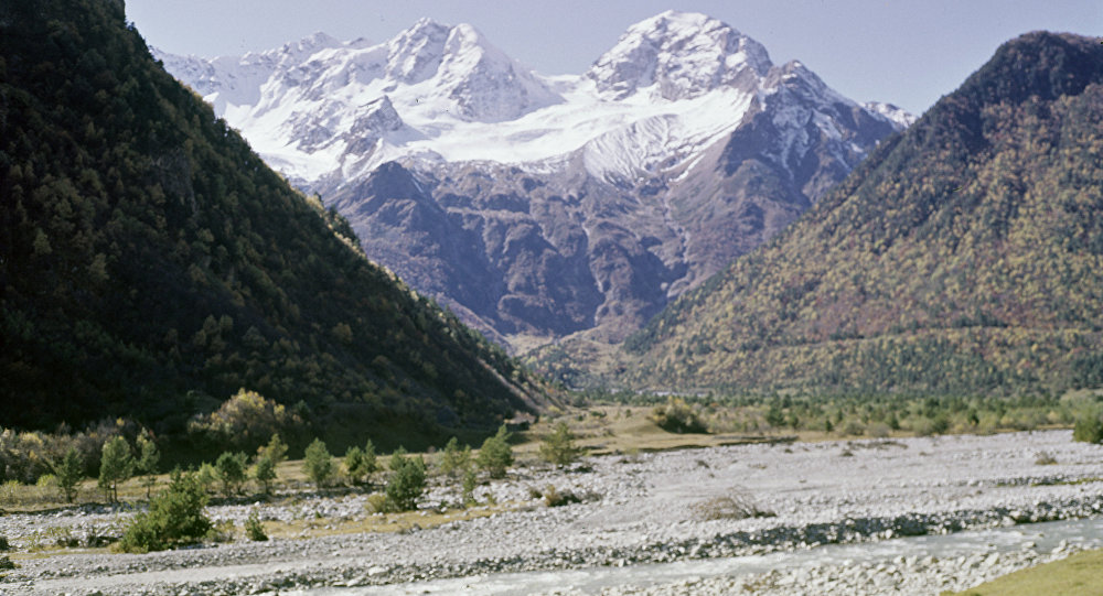 Восемь населенных пунктов Северной Осетии заблокировал камнепад