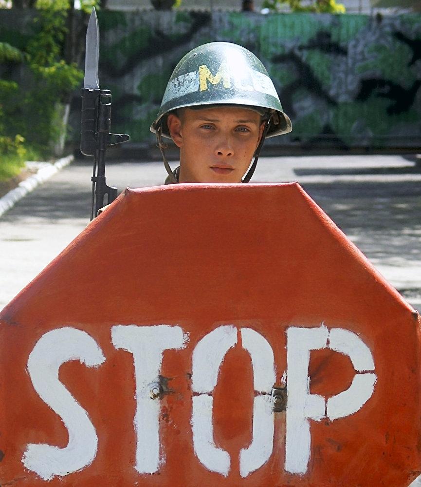 Российский миротворец на блокпосту в Южной Осетии.