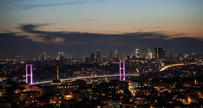 Вид на Босфорский мост и европейскую часть Стамбула