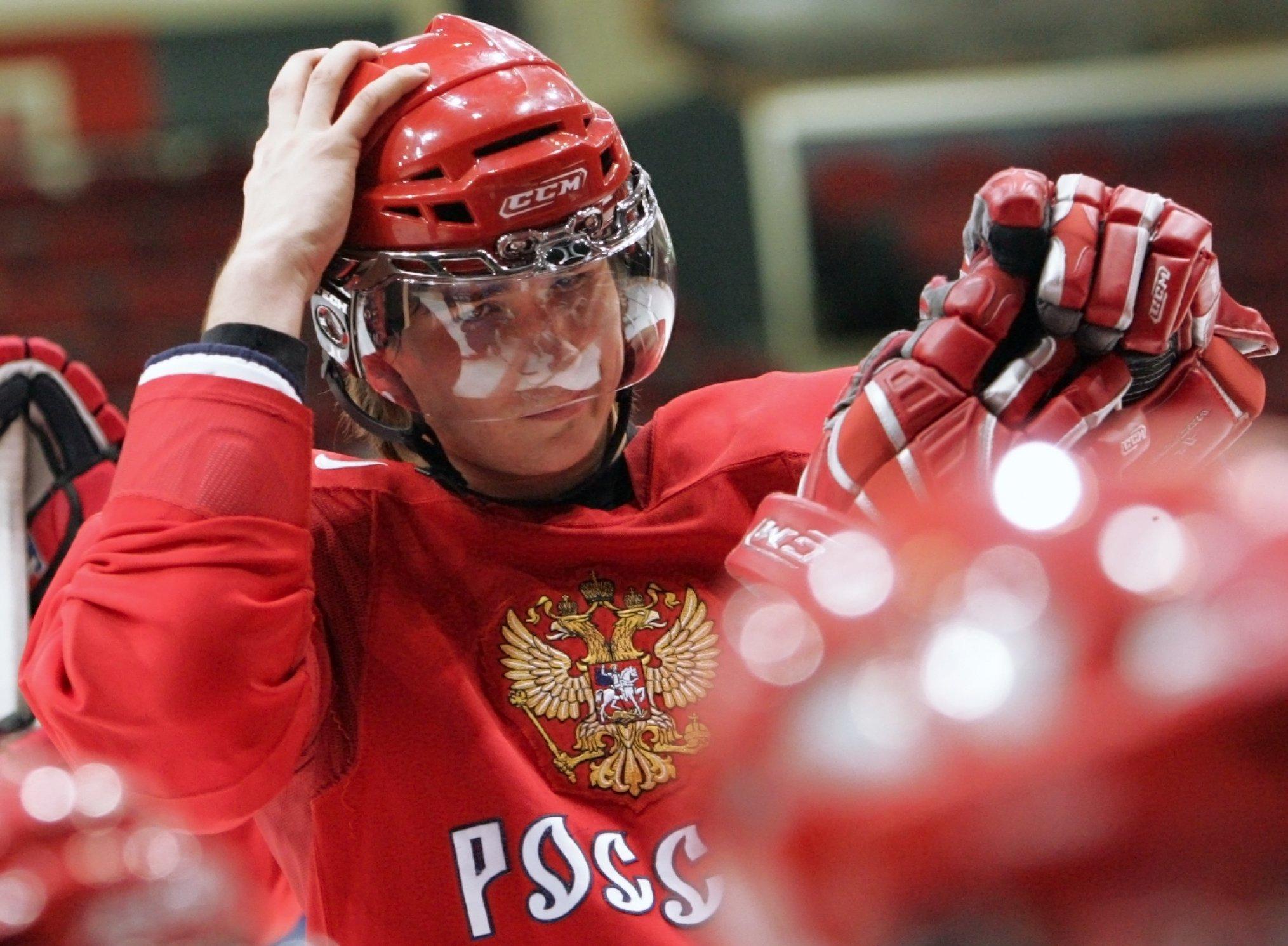 Игрок сборной России по хоккею Вячеслав Войнов