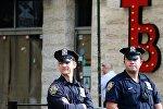 Сотрудники полиции на улице Нью-Йорка