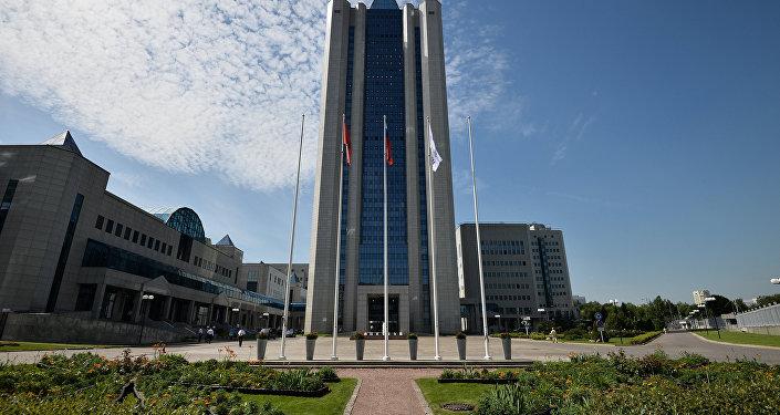 Здание компании Газпром на улице Наметкина в Москве.