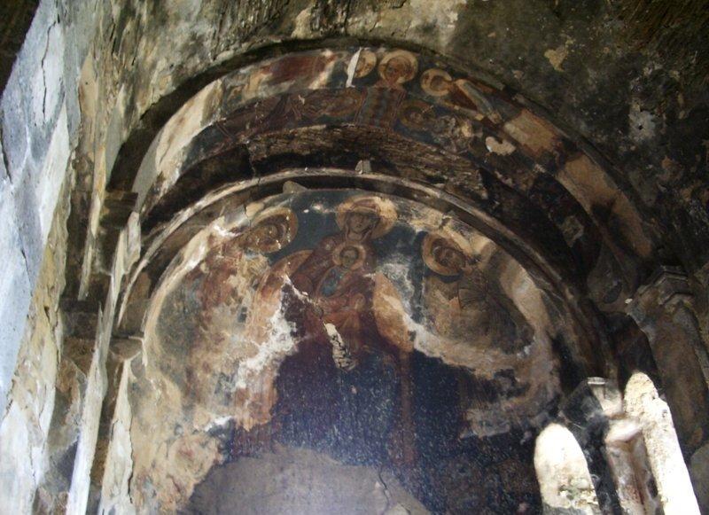 Старинные фрески в Тирском монастыре