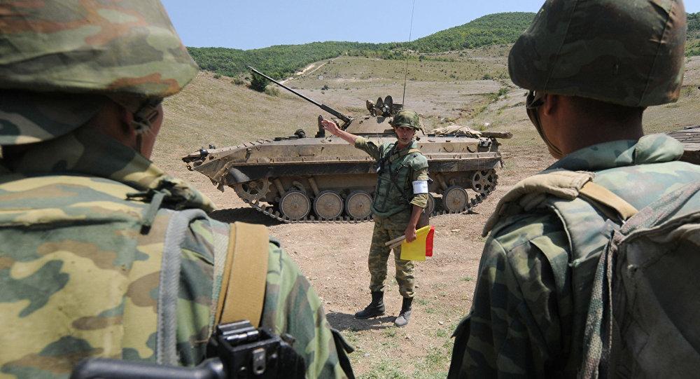 Военные учения на 4-ой военной базе Министерства обороны РФ в городе Цхинвал