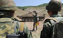Военные учения на военной базе Министерства обороны России в городе Цхинвал