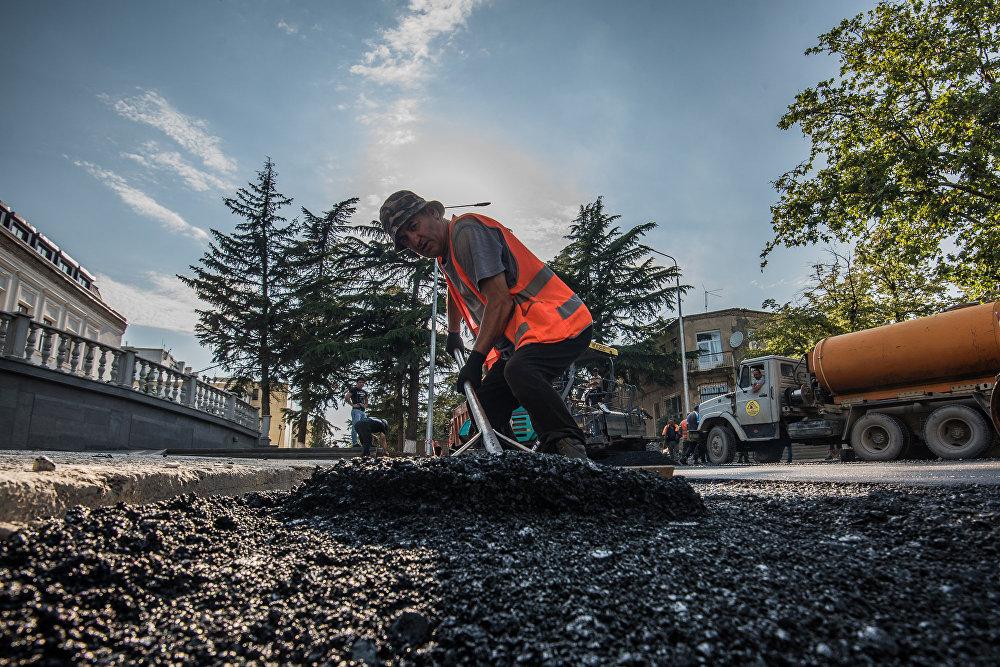 В рамках инвестпрограммы на 2016 год на обустройство 11 улиц предусмотрено около 260 миллионов рублей и еще порядка 240 миллионов рублей выделено на строительный монтаж, куда входят проведение газопроводной, водопроводной и кабельных сетей.