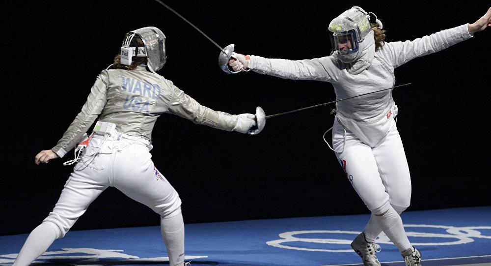 Олимпийская чемпионка Яна Егорян изсмоленской физакадемии обрила тренера