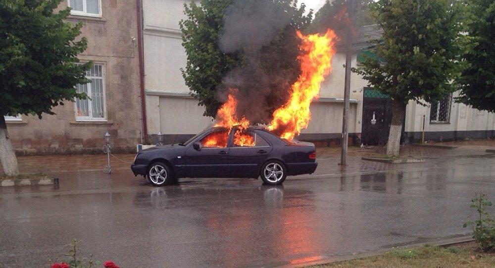 Машина сгорела в центре Цхинвала