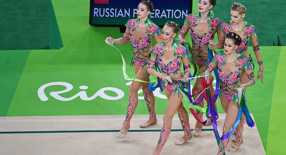 Россиянки прошли вфинал группового многоборья похудожественной гимнастике