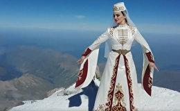 Выступление солистки московского ансамбля танцев на вершине Эльбруса претендует на рекорд Гиннесса