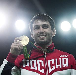 Олимпиаг чемпион Рæмонаты  Сослан