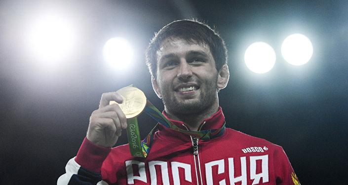 Сослан Рамонов, завоевавший золотую медаль на XXXI летних Олимпийских играх