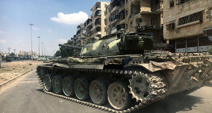 Танк на линии фронта на юго-западе сирийского города Алеппо