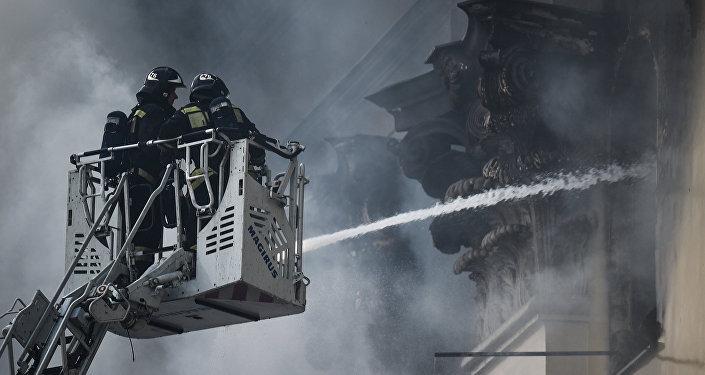 МЧС: загоревшийся в столице склад небыл оснащен системами пожаротушения