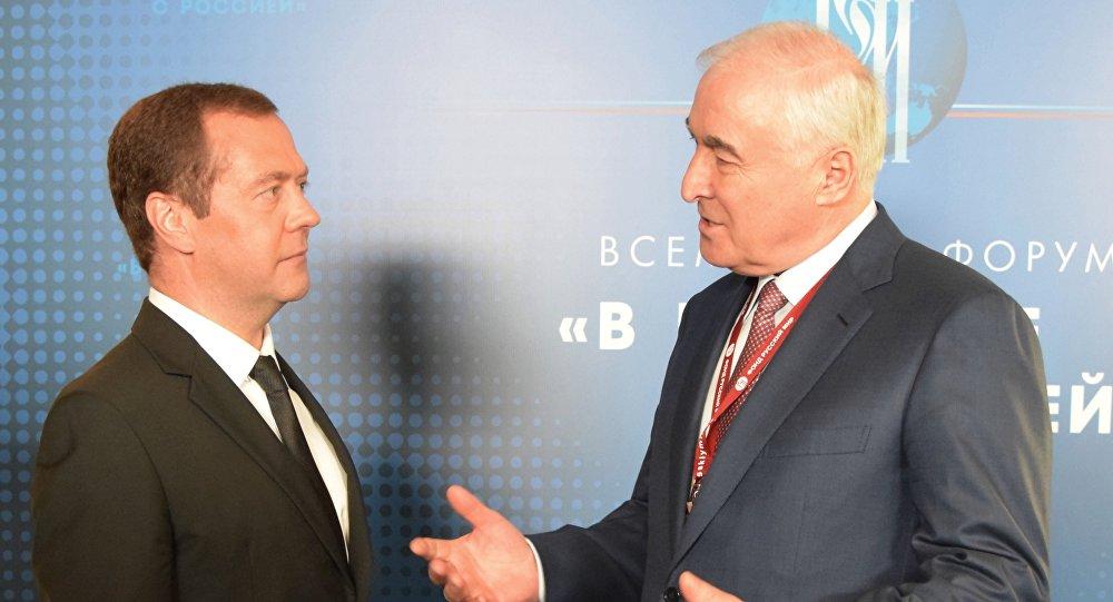 Леонид Тибилов и Дмитрий Медведев
