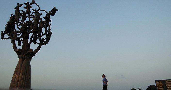 Монумент Древо скорби в Беслане