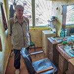 Василий Тедеев, парикмахер с 20-летним стажем.