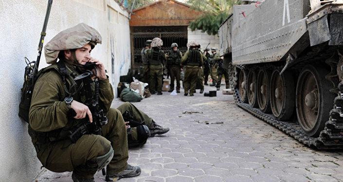 Вооруженный ножом палестинец напал наизраильских военных вХевроне