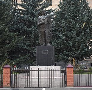 Памятник Айдарова Знауру Знаурбеговичу в поселке Знаур