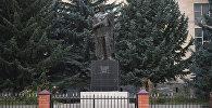 Памятник Айдарову Знауру Знаурбеговичу в поселке Знаур