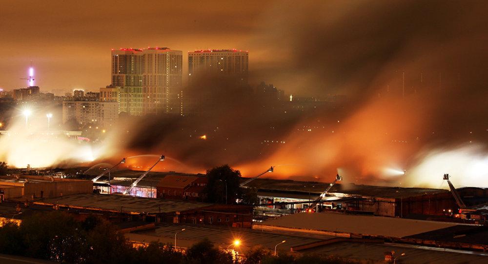 Следователи проводят обыски уарендаторов сгоревшего склада навостоке столицы