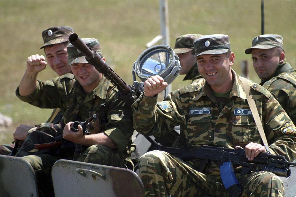 Миротворцы осетинского миротворческого батальона в Цхинвале.
