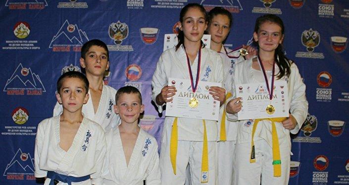 Цхинвальские каратистки на турнире Мирный Кавказ