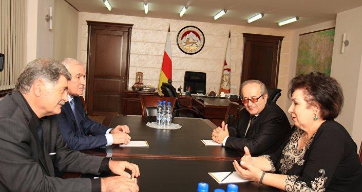 Встреча президента Леонида Тибилова и председатель Владикавказского центра Анатолий Кусраев