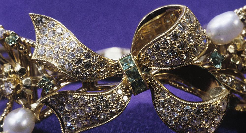 Фрагмент золотого браслета.