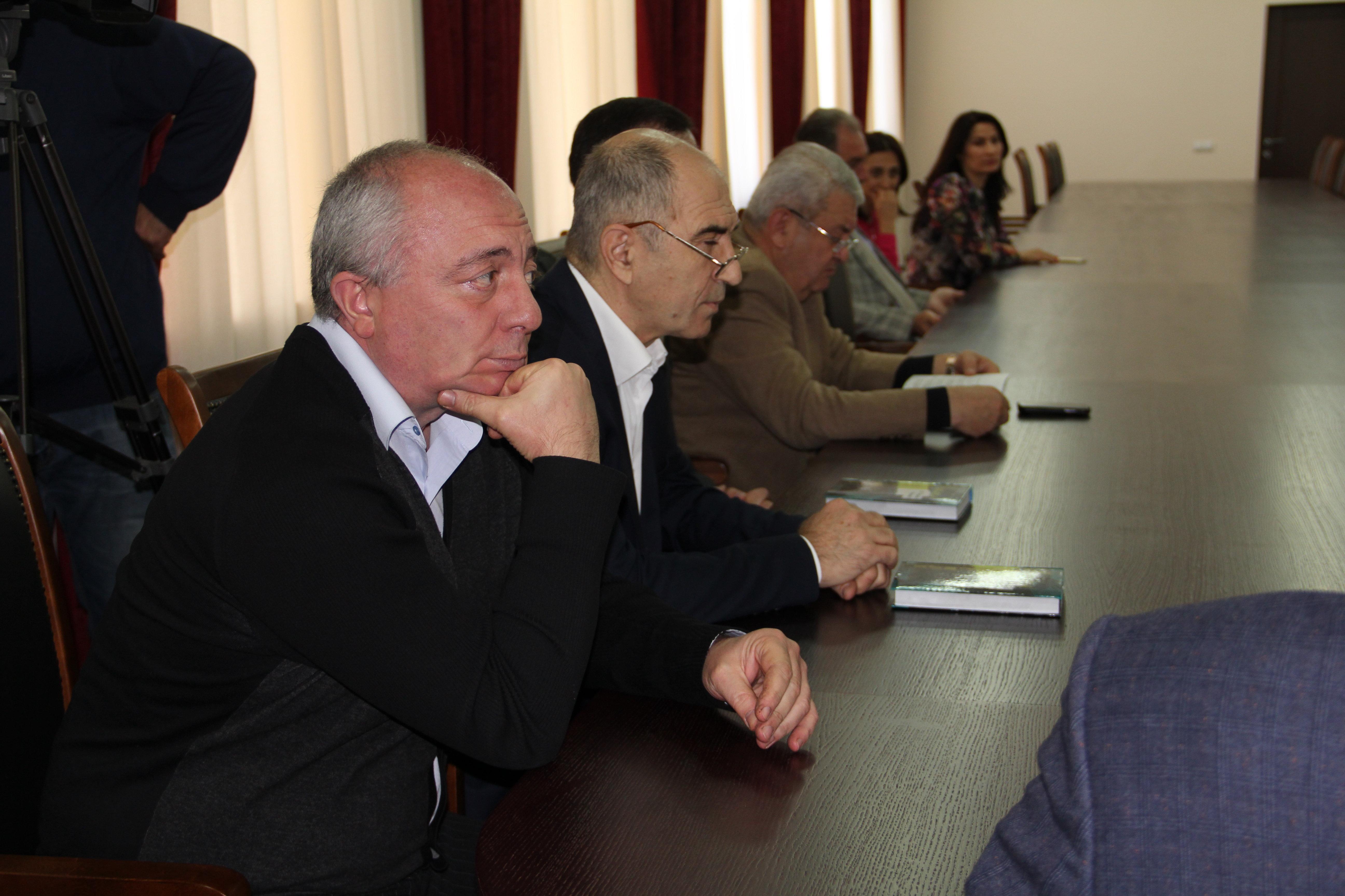 Александр Чехоев — автор книги Комната портретов