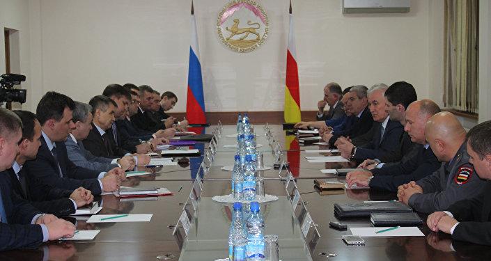 Встреча Рашида Нургалиева и Леонида Тибилова в Цхинвале