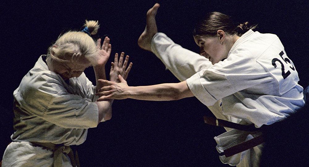 Момент поединка по по киокушинкай карате
