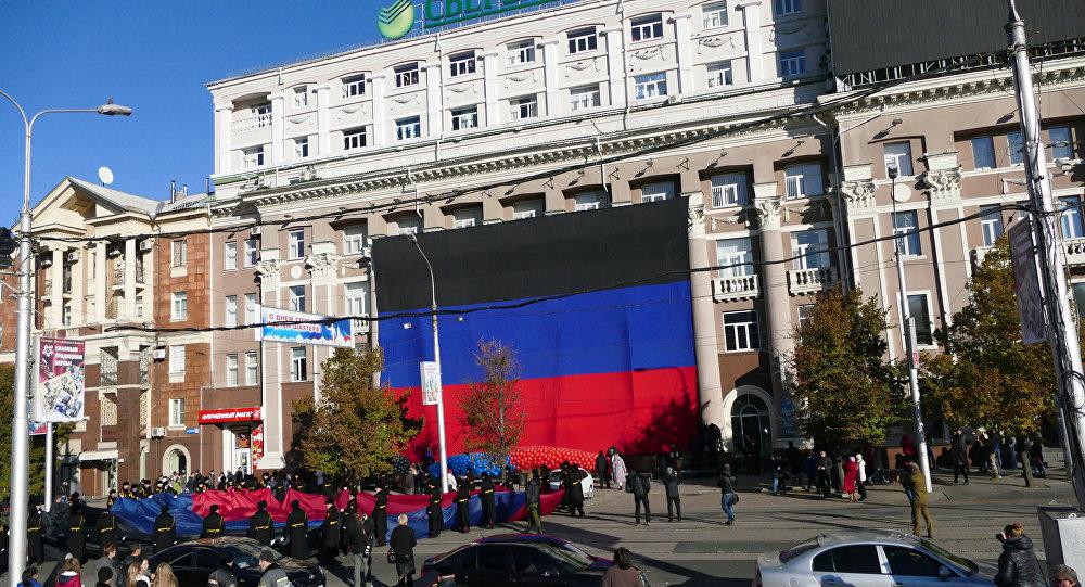 День флага Донецкой народной республики в Донецке