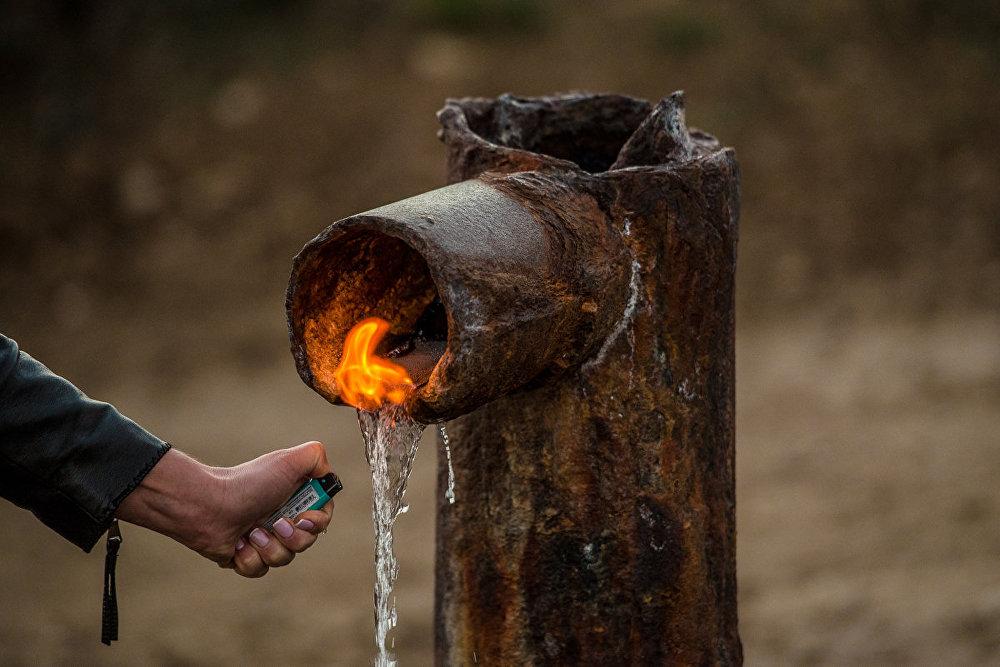 На вкус эта вода горьковата, но пить ее можно.