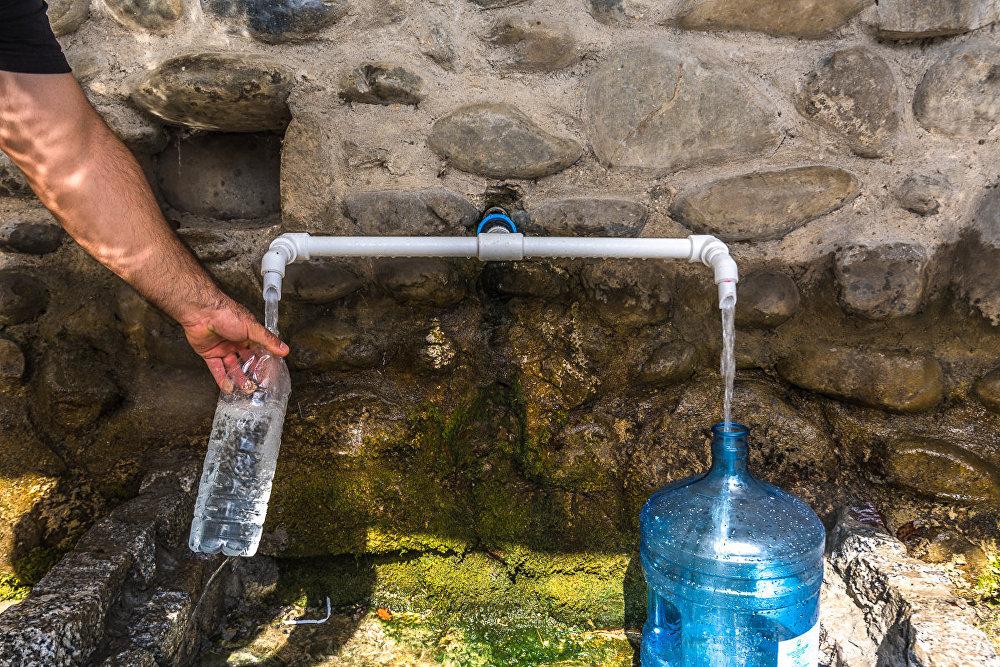 В селении Прис водой этого родника постоянно пользуются местные жители.