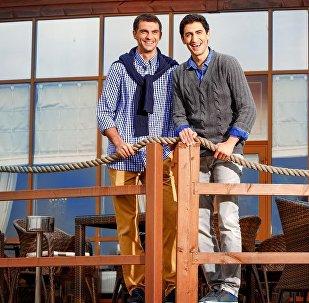 Владимир Габулов (слева) с братом Георгием