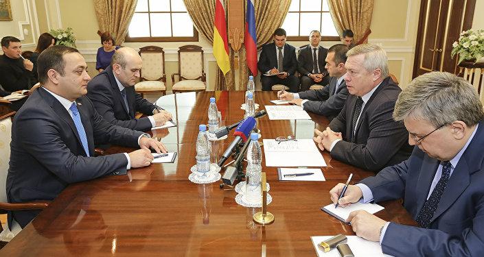 Встреча посла РЮО в РФ Гассиева с губернатором Ростовской области Голубевым