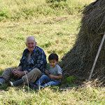 Дед с внуком в селе Елтура
