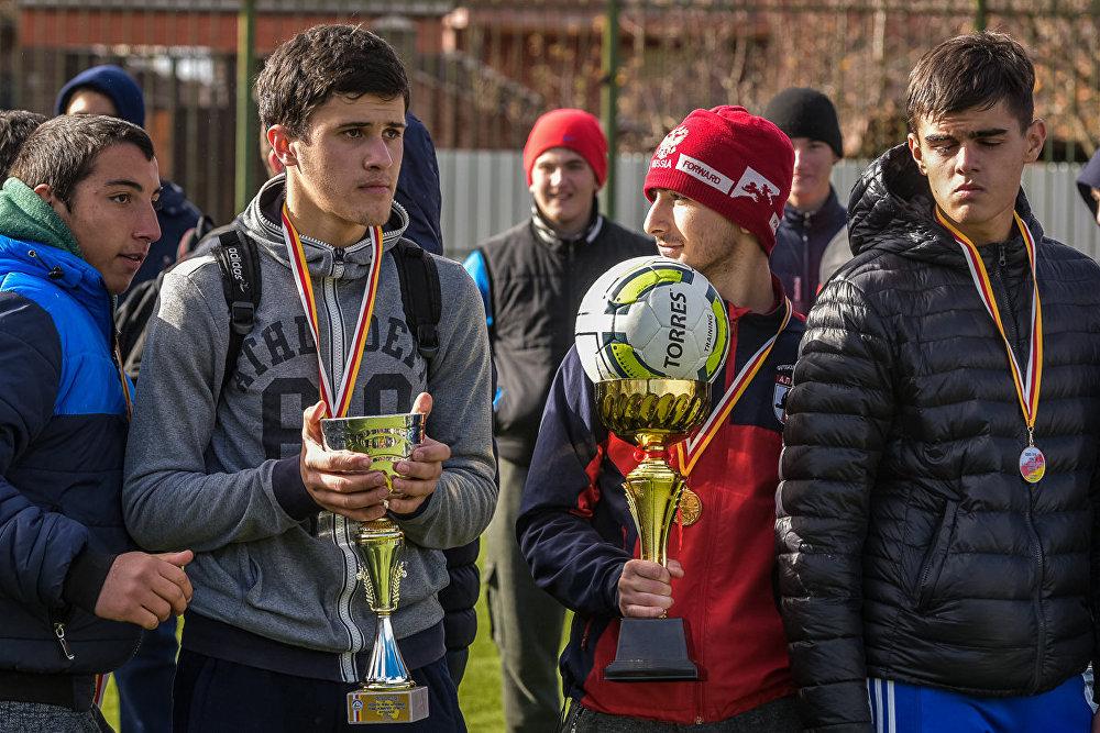 В результате на первое место вышла команда 5-й школы, второе место досталось гимназии Рухс, третье место получила команда 2-й школы.