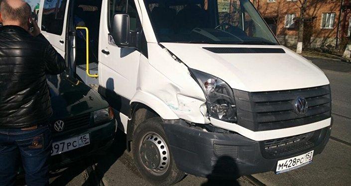 Авария с участием автобуса с журналистами во Владикавказе.