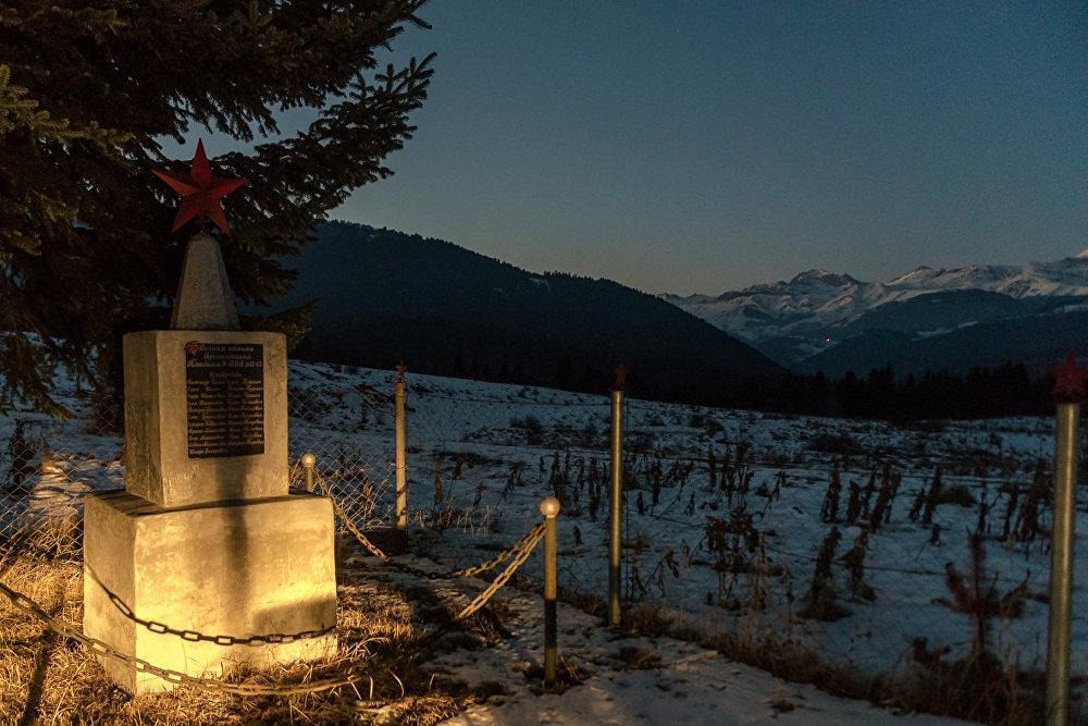 В этой тиши и красоте стоит памятник выходцам из села Шихантур , погибшим на полях ВОВ.