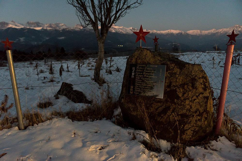 Там же есть еще один памятник — тем, кто не вернулся с войны и считается без вести пропавшими.
