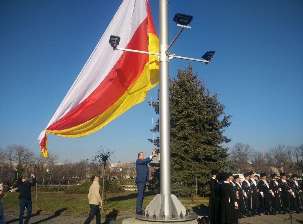 Поднятие флага во Владикавказе