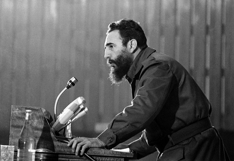 Фидель Кастро выступает на конференции в Алжире. 7 сентября 1973